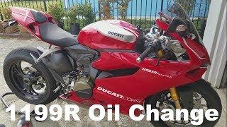 Cambio olio motore su una Ducati Panigale 1199R