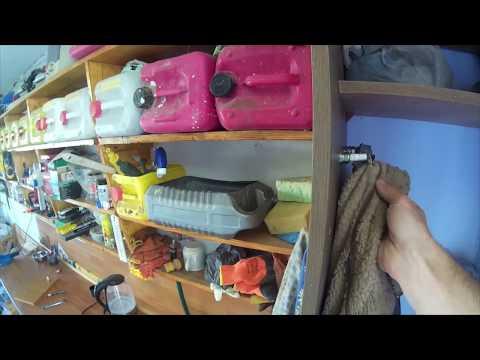 Гачки вішалки для шафи в гаражі. photo