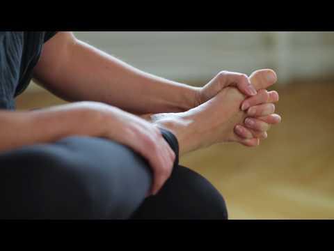 Fodøvelse nr. 5: Flet fingre med dine tæer