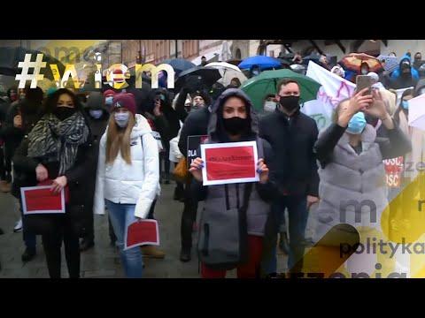 Koronawirus w Polsce. Branża fitness protestuje w Warszawie