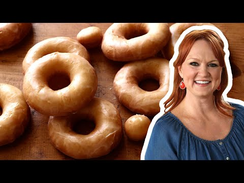The Pioneer Woman Makes Glazed Doughnuts | Food Network