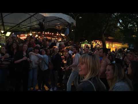 Video op YouTube: De Parade Utrecht - Throing Tomatoes