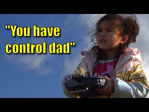 Daughter teaches father to fly RC plane - UCQ2sg7vS7JkxKwtZuFZzn-g