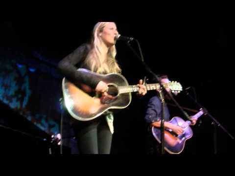 "Holly Williams ""I Saw The Light"" Live 2013 - UCtdnSLst3uoNq2ukA0tarXA"