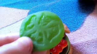 Dégustation de bonbon hamburger