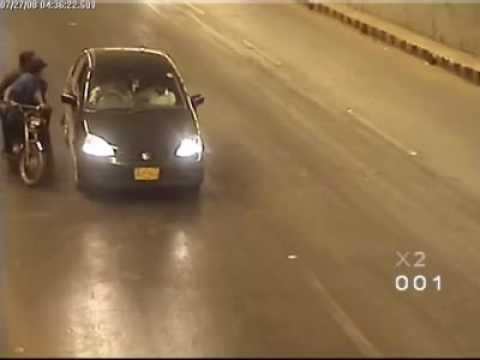 Karachi underpass snatching