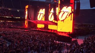Fans in line, waiting for Rolling Stones to 'Start Me Up'