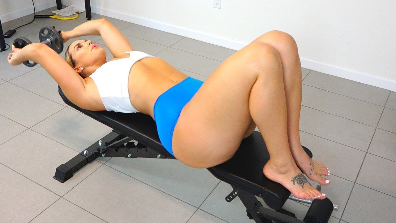 Curvy Fitness Model Trains At Home For The Thickness Olympics!