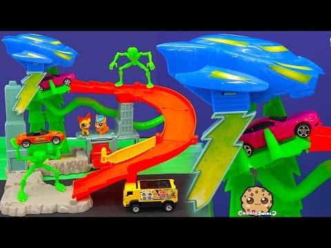 Hot Wheels Cars Alien Turbo Abduction Playset with Littlest Pet Shop - Toy Cookieswirlc Video - UCelMeixAOTs2OQAAi9wU8-g