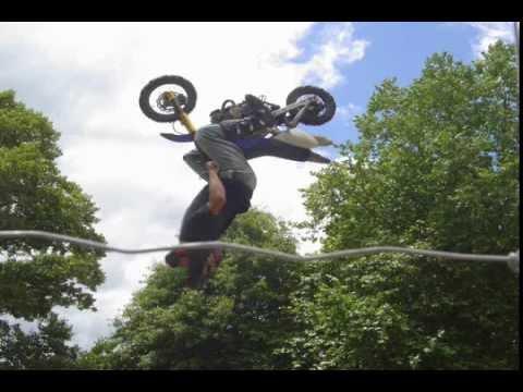 Ludi trikovi sa motociklom i biciklom