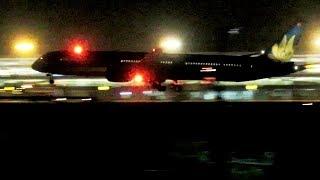 Boeing 787-10 của Vietnam Airlines về Nội Bài trong đêm.
