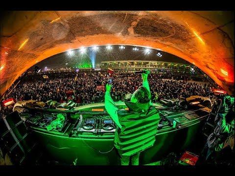 Martin Solveig - Mainstage | Tomorrowland Winter 2019 - UCsN8M73DMWa8SPp5o_0IAQQ