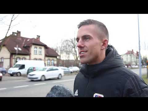 Piłkarze Piasta podczas policyjnej kontroli