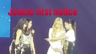 Jennie shows leadership when notices bleeding on Jisoo's elbow on LIVE concert in BKK2019 WORLD TOUR