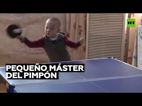 Este niño asombra con sus habilidades en tenis de mesa