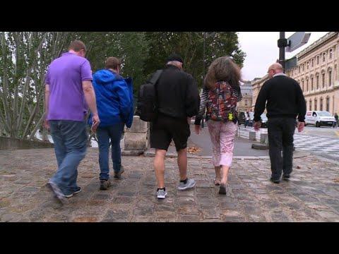 مرشدون محليون يعرفون الزوار على باريس خارج الدروب المطروقة