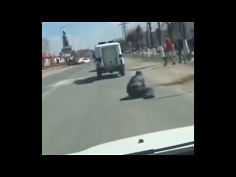 Задержанный сбежал из полицейского уазика посреди дороги