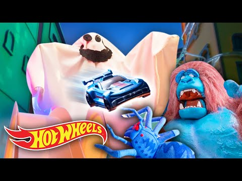 Can Chase and Elliot DEFEAT THE TOXIC ANIMALS?! 🐉 🦍 | Hot Wheels City | @HotWheels