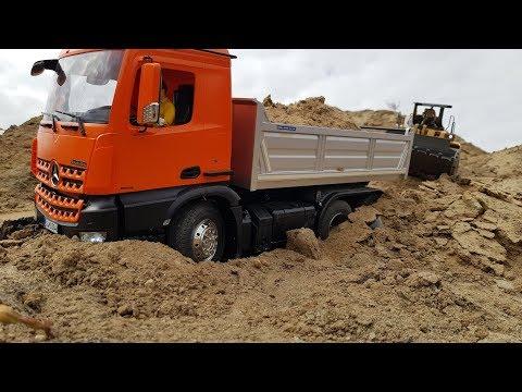 ГРУЖЕНЫЙ ГРУЗОВИК ЗАСТРЯЛ В ПЕСКЕ ... Scale RC Tamiya trucks - UCX2-frpuBe3e99K7lDQxT7Q