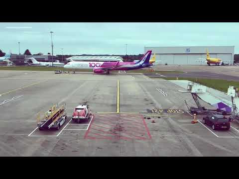 Wizz Air's 100th aircraft calls in at London Luton Airport