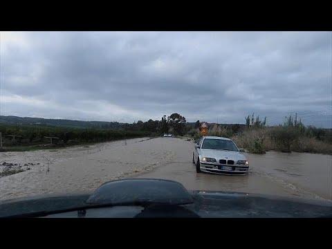 Szörnyű árvíz sújtja Szicíliát
