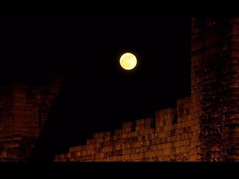 Yılın son Süper Ay'ı İstanbul'un simgeleriyle buluştu