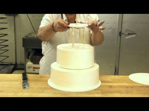 How to Assemble a Stacked Cake using Cake Support Solutions