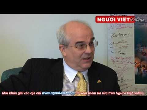 GS Stephen Young nói chuyện thời sự
