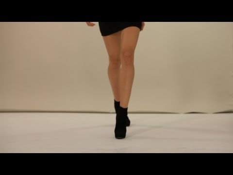 How to Walk on a Runway | Modeling