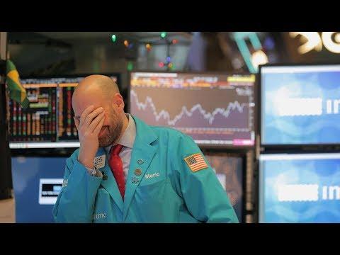Dow rớt 559 điểm vì giới đầu tư 'không biết nghe ai'