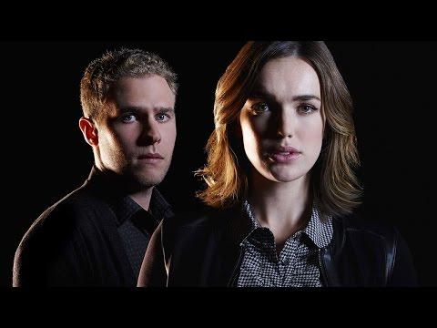 Agents of SHIELD: Elizabeth Henstridge, Iain De Caestecker Season 3 Interview - Comic-Con 2015 - UCKy1dAqELo0zrOtPkf0eTMw