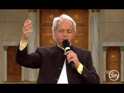 Miracles Happen in God's Presence - A special sermon from Benny Hinn
