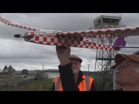 Old-school RC plane maiden flight - UCGZXYc32ri4D0gSLPf2pZXQ