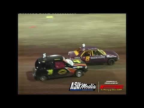 Junior Sedans: A-Main - Kingaroy Speedway - 25.11.2006 - dirt track racing video image