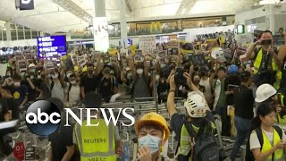 Pro-democracy protests turn violent as Hong Kong airport cancels flights again | ABC News