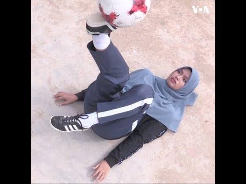 Hiện tượng mạng xã hội Malaysia trổ tài tâng bóng (VOA)