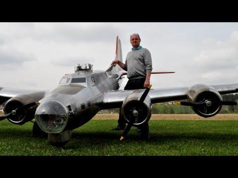 "19 ft. B-17 ""Flying Fortress"" (Aluminum Overcast) - UC1QF2Z_FyZTRpr9GSWRoxrA"