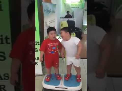 Kia Ye Koi Laughter Machine Hai
