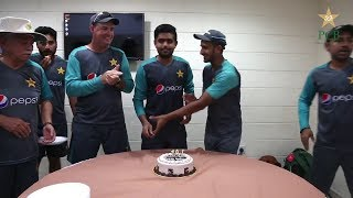 Exclusive!! Cricket Team Cuts Shoaib Malik Birthday Cake