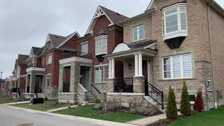 What does typical Canadian house look like. New neighbourhood