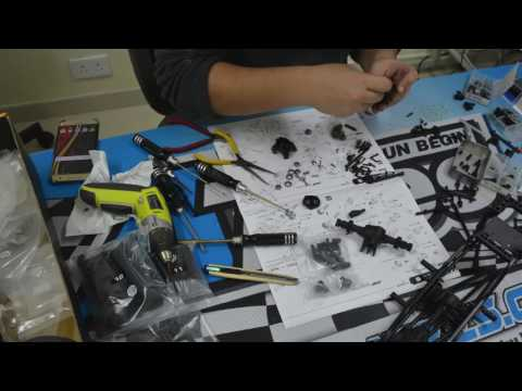 Unboxing & Comparing The MST 1/8 CFX-W