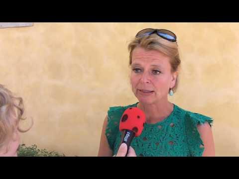 Knattereporter Filip intervjuar barnminister Åsa Regnér (S) i Almedalen 2017