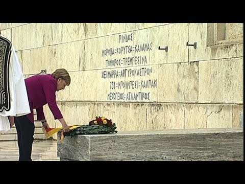 Merkel attends ceremony at Tomb of Unknown Solider in Athens
