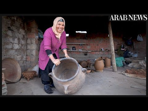 From mother to daughter, Tunisia potters pass on ancestral know-how