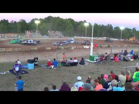 Farwell,Michigan 4th of July celebration 2018 USA figure eight Heat 6 (FWD cars)
