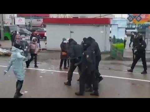 Miles de bielorrusos salieron de nuevo a las calles para protestar contra el fraude electoral