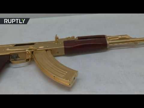 رشاش كلاشنكوف مصفح بالذهب عرض في تكساس