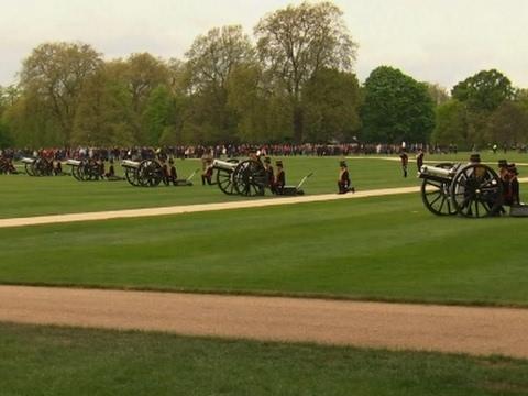 Raw: Gun Salute as Queen Elizabeth Turns 91
