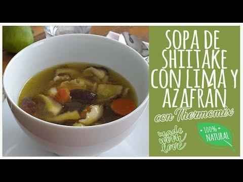 Sopa de shiitake con lima y azafrán Thermomix