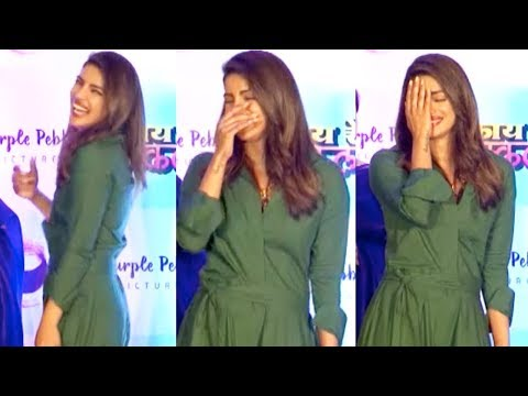 Priyanka Chopra Can't Stop LAUGHING on ADULT Question from Reporter